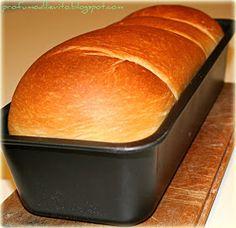 E' una ricetta semplice che può essere realizzata facilmente a mano e che regala un pane morbido e fondente. Può essere arricchito con erbe...