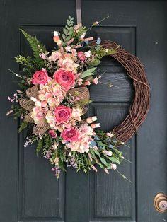 Spring Wreaths For Front Door Diy, Diy Spring Wreath, Christmas Door Wreaths, Easter Wreaths, Holiday Wreaths, Wreath Crafts, Diy Wreath, Grapevine Wreath, Wreath Ideas
