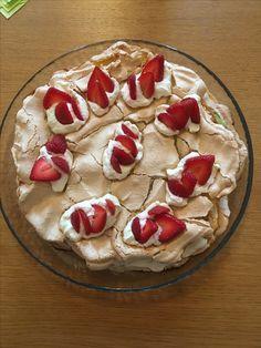 Brita kakku. Marenkia, mansiloita ja kermavaahtoa. Nam :) toukokuu 2017