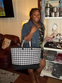 Vontra here loving these cute Houndstooth Bags for $16.99 @ Sealy On Campus Tuscaloosa Alabama, Championship Game, University Of Alabama, Furniture Outlet, Houndstooth, Totes, Bags, Ideas, Fashion