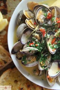 Wine and Butter Steamed Clams - Heather Christo - Seafood Recipes Clam Recipes, Seafood Recipes, New Recipes, Cooking Recipes, Favorite Recipes, Healthy Recipes, Asian Recipes, Fish Dishes, Seafood Dishes