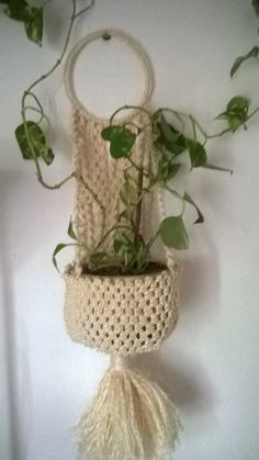 Persia Macrame Plant Hanger by handiworkclub on Etsy Macrame Plant Hanger Patterns, Macrame Plant Hangers, Macrame Patterns, Crochet Patterns, Pot Hanger, Vintage Knitting, Crochet Yarn, Yarn Crafts, Flower Pots