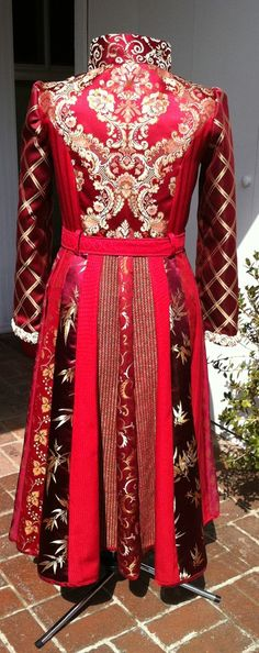 Love this....but where would I wear it?....Wonder if I can make something similar with less expensive materials