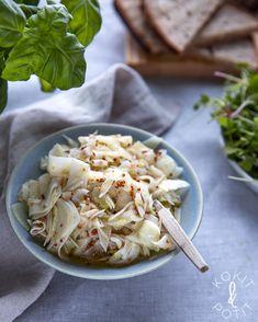 Pikkelöity fenkoli | Kokit ja Potit -ruokablogi Cabbage, Pasta, Vegetables, Food Food, Cabbages, Vegetable Recipes, Brussels Sprouts, Veggies, Sprouts