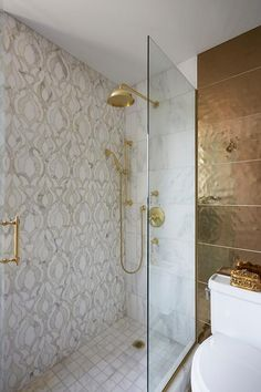 Mixed shower wall tiles feature gold and gray mosaic tiles displaying a stunning. Mixed shower wall tiles feature gold and gray mosaic tiles displaying a stunning design. Shower Wall, Bathroom Renos, Shower Wall Tile, Gold Tiles Bathroom, Gold Tile, Bathroom Design Luxury, Bathrooms Remodel, Bathroom Design, Bathroom Decor