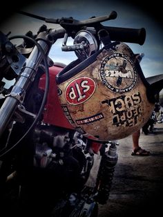 When should you replace your helmet? Rockabilly, Motorcycle Tank, Motorcycle Helmets, Motorcycle Jackets, Custom Helmets, Custom Bikes, Cool Motorcycles, Vintage Motorcycles, Cafe Racers