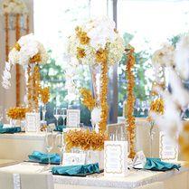 west53rd日本閣(ウェストフィフティサードニホンカク)  白を基調としたバンケットはどんな装花も映える-「マンハッタン」