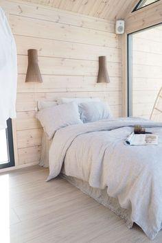 Modern Cottage, Modern Farmhouse Decor, Garderobe Design, Surf House, Cabin In The Woods, Log Homes, House Design, Interior Design, House Ideas