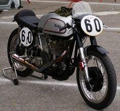Conducir una moto Clásica | Motos y Mas