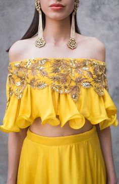 Hand embroidered crop top blouse with circular lehenga with it. to maka a garment log on to www. Indian Designer Outfits, Indian Outfits, Designer Dresses, Blouse Styles, Blouse Designs, Crop Top Designs, Blouse Patterns, Mehendi Outfits, Stylish Blouse Design
