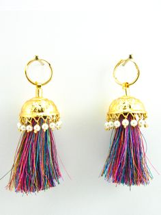 These earring are the epitome of the Punjabi culture. Made with gold plated metal, simple lines and cuts will leave you in awe. The shanshan sound of these Jhumka will mesmerise and take you to your d