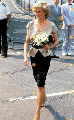 "July 25 1989 Diana opened Lambeth AIDS Action's ""Landmark� Centre at 471 Tulse Hill, London Princess Diana Fashion, Princess Diana Family, Princess Diana Pictures, Royal Princess, Princess Of Wales, Princesa Diana, Princesa Real, Lady Diana Spencer, Diana Williams"