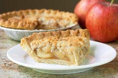 """750g vous propose la recette """"Tarte crumble aux pommes"""" 100% fiable, testée et approuvée par les internautes et chefs de 750g !"""