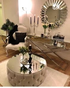 Leaving you with this glamorous decor 😍😍 Stunning 🌟🌟there goes that mirror again 😍 📷 Make sure to double tap🌟 .La imagen puede contener: tabla e interior You could do something similar in your entryway minus the round table of course Glam Living Room, Living Room Decor Cozy, Bedroom Decor, Mirrored Furniture, Home Decor Furniture, Mirrored Table, Modular Furniture, Furniture Logo, Retro Furniture