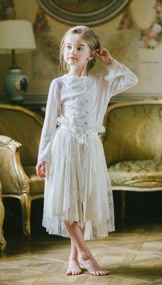 New Fashion Kids Design Inspiration Ideas Fashion Kids, Little Girl Fashion, Trendy Fashion, Fashion Design, Fashion 2020, Fashion Art, Style Fashion, Fashion Trends, Kids Fashion Photography