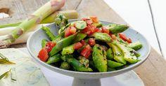 Der Salat schmeckt toll zu frischem Brot. Er ist leicht zuzubereiten und ein Muss in der kurzen Spargelzeit.