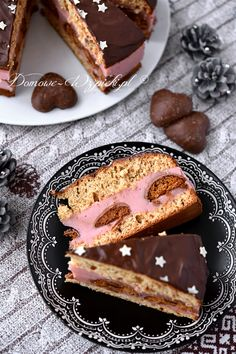 Torcik piernikowy z budyniem i pierniczkami Polish Recipes, Polish Food, Diy Cake, French Toast, Food And Drink, Breakfast, Ethnic Recipes, Cook, Cakes