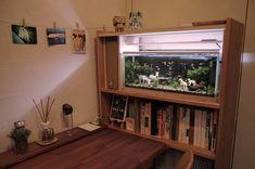 部屋に水槽   机と同じラジアタパインで本棚 ... Wako, Water Tank, Fish Tank, Flat Screen, Windows, Storage, Room, House, Detail