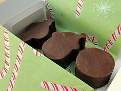Easy Christmas Fudge #recipe from @Rachel {Baked by Rachel}. Would be lovely to make a big batch to give out to friends and neighbors during December! /ES