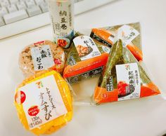 Hungry, but want to eat your meal inside your hotel room? Here are 10 meals you can buy from your nearest convenience store! Lawson Japan, Japan On A Budget, Candy Recipes, Japan Travel, Convenience Store, Japanese, Meals, Canning, Holiday