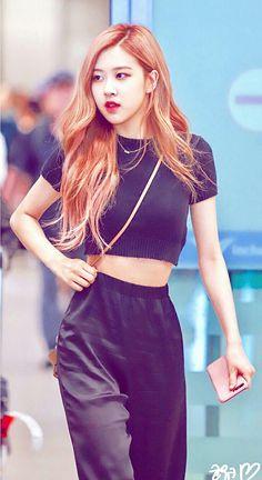 180818 ICN entry # black pink # roze - All About Korean Girl Fashion, Blackpink Fashion, Kpop Fashion Outfits, Young Fashion, Kpop Girl Groups, Kpop Girls, Yg Entertainment, Selena Gomez, Kylie
