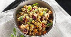 Le quinoa est un aliment à intégrer davantage à votre menu de semaine. Avec cette recette simple et facile de salade de quinoa aux légumes grillés, vous obtiendrez un repas sain et nutritif. Fried Rice, Entrees, Fries, Ethnic Recipes, Couscous, Food, Menu, Image, Kitchens
