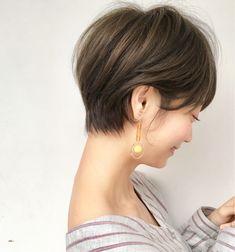 ○人気のサイドシルエット○ ショートヘアは耳掛け、首に馴染む! 360度どこから見ても可愛いがポイント?