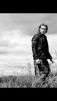 Great pic to drool on . Wowza !! I can't get anything done while I'm on Twitter  @Sheugs #SheugLadies @sarahjaswim