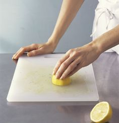 Get stains out of a cutting board. Run the cut side of a lemon over the board to remove food stains and smells. For extra cleaning power, sprinkle it with salt or baking soda first. Household Cleaning Tips, Cleaning Recipes, Cleaning Hacks, Cleaning Vinegar, Household Cleaners, Natural Cleaning Solutions, Natural Cleaning Products, Green Cleaning, Spring Cleaning