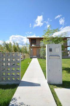 アプローチ: TEKTON | テクトン建築設計事務所が手掛けた庭です。