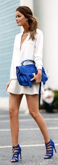 Blaue Sandaletten und Tasche setzen Highlights #sandals #blue #streetstyle