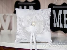 WP-0500-подушечка для колец белая кружево цветок брошь Ring Pillows, Throw Pillows, Ring Pillow Wedding, Ring Bearer, Different Colors, Rustic Wedding, Wedding Decorations, Wedding Rings, Lace