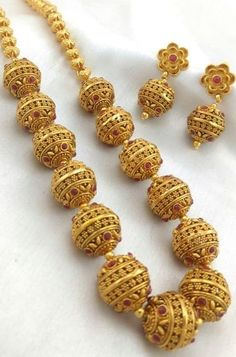 42 Awesome Gold Necklace Designs Ideas Youll Actually Want - Gold Temple Jewellery, Fancy Jewellery, Bead Jewellery, India Jewelry, Gold Earrings Designs, Beaded Jewelry Designs, Jewelry Patterns, Necklace Designs, Gold Jewelry Simple