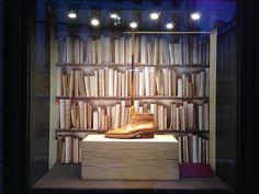Le Journal des Vitrines — les plus belles vitrines des plus beaux magasins, par Stéphanie Moisan Visual Merchandising, Vitrine Led, Front Windows, Design Furniture, Stores, Bookcase, Shelves, Home Decor, Images