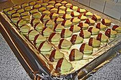 Vanilla hearts with nougat filling - Plätzchen - Kekse Cookie Recipes, Snack Recipes, Dessert Recipes, Christmas Desserts, Christmas Baking, Holiday Recipes, Great Recipes, Christmas Recipes, Nutella