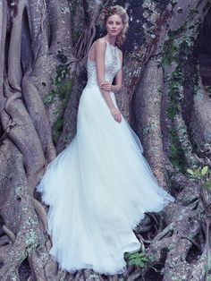 Свадебное платье Maggie Sottero, сваровски кристаллы и нежное кружево. Maggie Sottero Wedding Dress Lisette 6MC813 Main