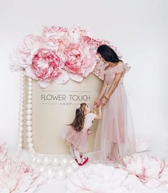 Beautiful backdrop for a romantic event Large Paper Flowers, Giant Paper Flowers, Big Flowers, Balloon Decorations, Wedding Decorations, Paper Peonies, Paper Flower Backdrop, Flower Template, Backdrops For Parties