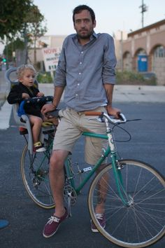 I want to be this dad (but with a helmet)