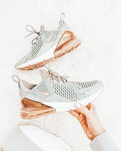 Jordan Shoes Girls, Girls Shoes, Cute Sneakers, High Top Sneakers, Sneakers Nike, Cute Nikes, Nike Air Shoes, Aesthetic Shoes, Hype Shoes
