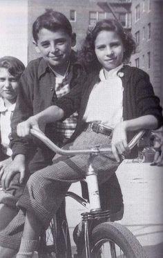 Барбара Стрейзанд с братом Шелдоном, 1952 год, Бруклин.