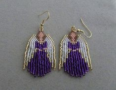 Beaded Angel Earrings in Purple delica beads. Beaded Earrings Patterns, Seed Bead Patterns, Seed Bead Earrings, Beading Patterns, Beaded Jewelry, Seed Beads, Hoop Earrings, Beaded Christmas Ornaments, Christmas Earrings