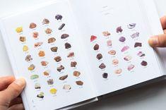 週末読みたい本『石の辞典』 | 箱庭 haconiwa|女子クリエーターのためのライフスタイル作りマガジン Book Design, Web Design, Stationary, Gems, Magazine, Pretty, Cards, Design Web, Rhinestones