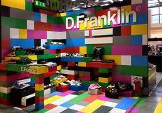 Diseño de stand modular en cartón para la firma Franklin para la feria Momad Metropolitan (Madrid) y Micam (Milán). Multifuncional y reutilizable.