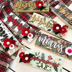 Pinner said Who remembers these fun small signs from last year🙋🏼‍♀️? I'm making goodies in all the price ranges for so that I can have LOTS of happy customers! Only a few more days, friends! Christmas Wood Crafts, Christmas Signs, Christmas Projects, All Things Christmas, Holiday Crafts, Christmas Holidays, Christmas Wreaths, Christmas Decorations, Christmas Ornaments