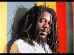 Born Dennis Emmanuel Brown on February 1957 in Kingston, Jamaica. Dennis was also known as the Prince of reggae. Music Love, Music Is Life, Music Music, Calypso Music, Reggae Music Videos, Dennis Brown, Jamaica Reggae, Reggae Artists, Dance Hall