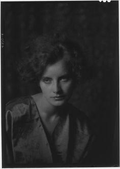 Portrait of actor Greta Garbo, Sweden, photograph by Arnold Genthe. Classic Actresses, Classic Films, Actors & Actresses, Swedish Actresses, Vintage Photography, Portrait Photography, Night Shadow, Star Wars, Famous Women