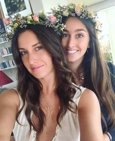 We custom make fresh Flower Crowns for birthdays, bridal parties, baby showers... any occasion desired. We do fresh seasonal blooms and custom color palettes of your choice. Discounted rates for 3 or