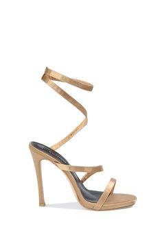 0604393a6ba491 Difficile de ne pas craquer pour ces chaussures talons aiguilles uniques.  Leur forme n'