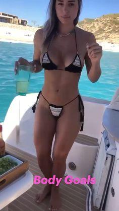 Hot Bikini, Bikini Girls, Crochet Bikini Top, Bikini Poses, Up Girl, Sexy Outfits, Sexy Women, Beautiful Women, Bikini Babes