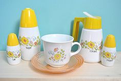 Tea Sets Vintage, Vintage Dishes, Vintage Kitchen, Correlle Dishes, Sugar Dispenser, Red Dots, Pyrex, Farm House, Tulips
